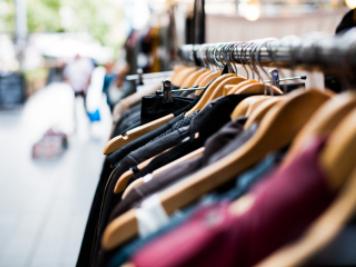 ملابس ومنسوجات